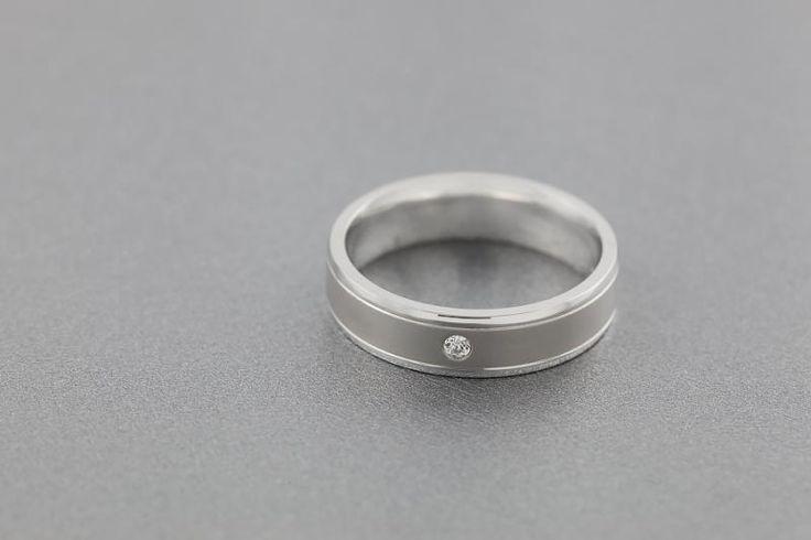 Verigheta cu diamant barbat aur alb 18kt - RDWG028W pe https://www.royaldiamante.ro