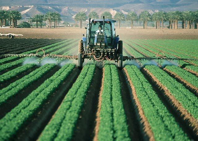 FARM SOLUTIONS | Soluções Inteligentes para o Agronegócio A Farm Solutions é uma empresa startup de tecnologia de baixo custo para aumentar a competitividade do agronegócio por meio do ganho de eficiência, eficácia e qualidade nas operações agrícolas. A empresa está localizada no AgTech Valley, pólo irradiador de inovação e tecnologia para o agronegócio de Piracicaba (SP), dentro da incubadora tecnológica ESALQtec.