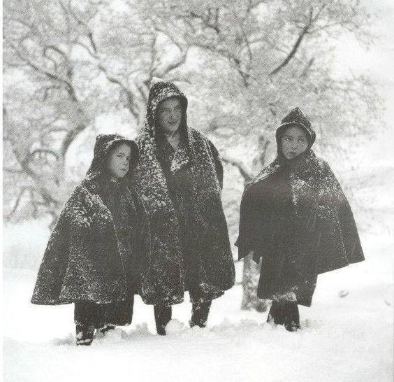 Με τις κάπες στο χιόνι, Μέτσοβο, 1976