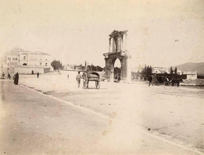 Αθήνα, η Πύλη του Αδριανού, περίπου 1888-1900, κληροδότημα Οδυσσέα Φωκά, αρχείο Εθνικής Πινακοθήκης- Μουσείου Α. Σούτζου.