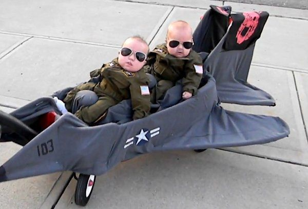 Creative Halloween costumes for baby: Baby Top Gun - Goose and Maverick!
