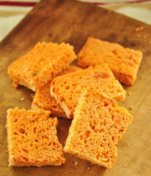 El pan con tomate esriquísimopero esto es un pan al tomate, o sea, el tomate lo puse directamente dentro de la masa. Lo mejor es que además es una receta