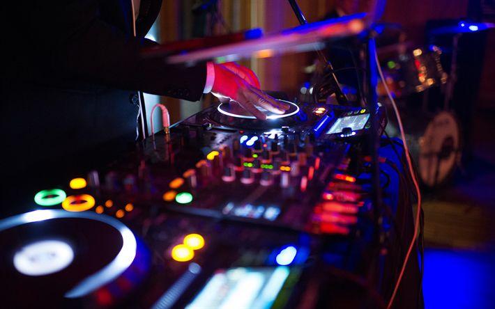 Scarica sfondi DJ, discoteca, console DJ, musicisti, luci al neon, notte di festa