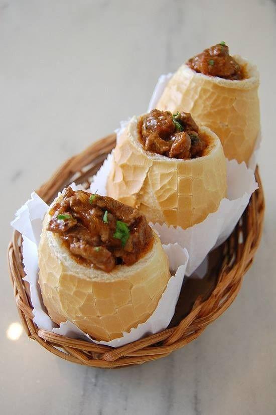 Buraco Quente, sanduíche com pão francês recheado com picadinho. Huummmmm  https://www.facebook.com/pages/Chiquinha-Artesanato/345067182280566