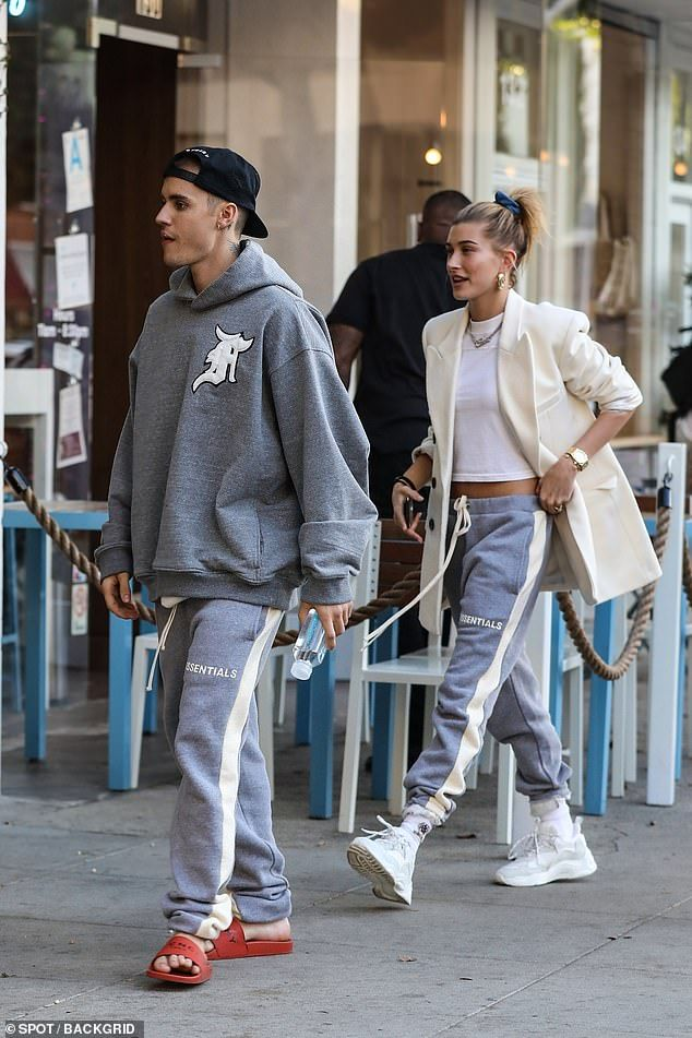 157b6c5d6 Snap  Justin Bieber and wife Hailey Baldwin wear matching sweats as they  grab lunch in Beverly Hills