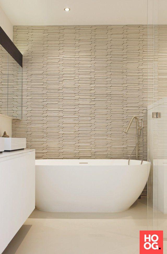25 beste idee n over luxe badkamers op pinterest luxe badkamers droombadkamers en luxe leven - Luxe design badkamer meubilair ...