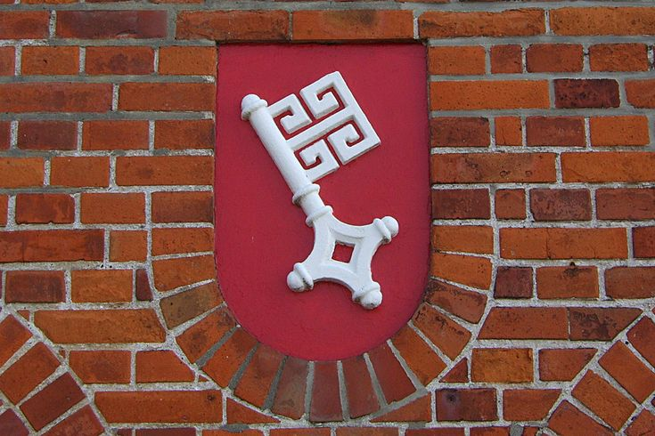 Wer die Augen offen hält, findet den Bremer Schlüssel an zahlreichen Orten in Bremen - hier in der Überseestadt.
