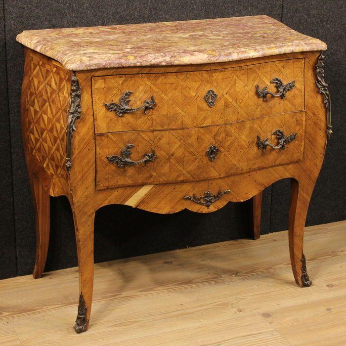 Catawiki online auction house: Comò in stile Luigi XV in mogano e bois de rose decorato con bronzi con piano in marmo - Francia - prima metà XX secolo
