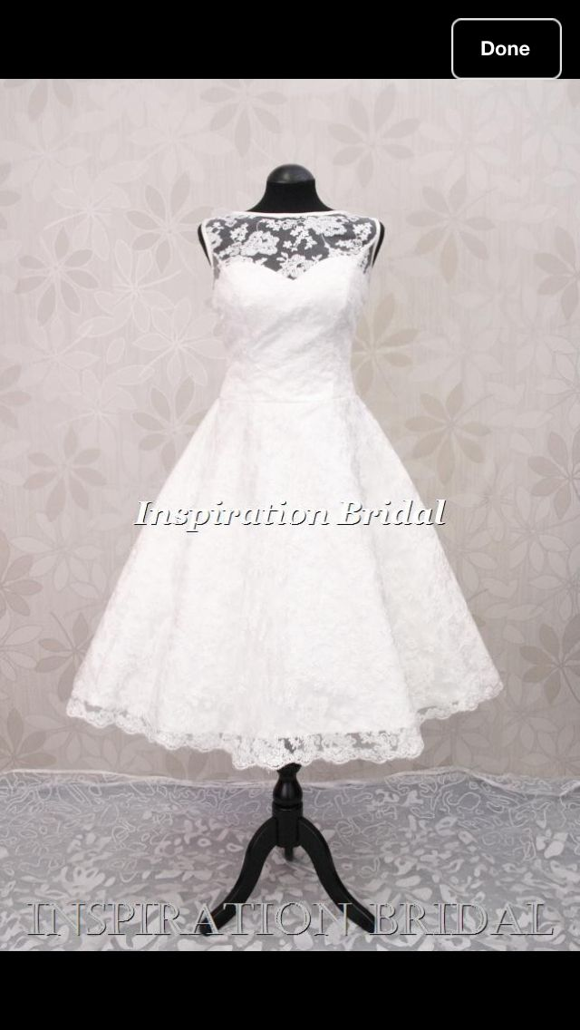 I am in love with this wedding dress!  Beautiful!