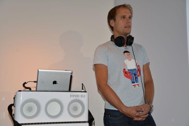 Armin van Buuren and Philips launch the M1X-DJ Sound System