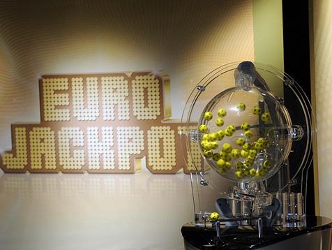 Wygrana I stopnia w EuroJackpot lotto poprzednio limitowana była tylko do 12 kumulacji. Jednak teraz zasady zostały zmienione i jackpot może kumulować się tak długo, aż osiągnie maksymalną kwotę €90.000.000. Gdy limit jackpotu zostanie osiągniety, jakiekolwiek dodatkowe fundusze zostaną dodane do wygranej II stopnia.