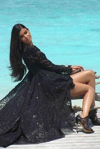 Diana Penty's Vogue India July 2012 Behind The Scene Photoshoot. | Bollywood Cleavage