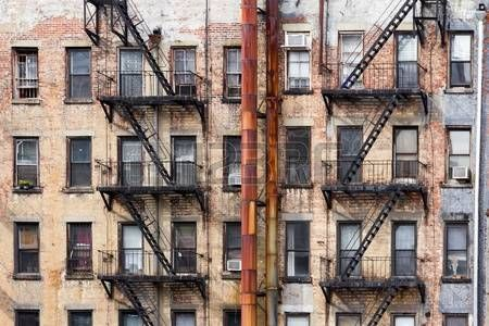 61706784-old-dirty-apartment-buildings-facing-an-alley-in-new-york-city.jpg (450×300)
