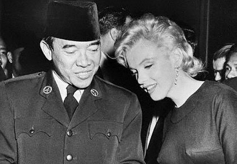 Former Indonesian President Sukarno  is shown chatting with actress Marilyn Monroe during a party given by Mr. and Mrs. Joshua Logan. The party was given in honor of Logan's brother-in-law, Marshall Noble, who is traveling with the 62 members of the Indonesian visiting group. Sukarno had expressed a desire to meet Miss Monroe, who he said is one of the favorite actresses in his country - Beverly Hills Hotel - June 1956