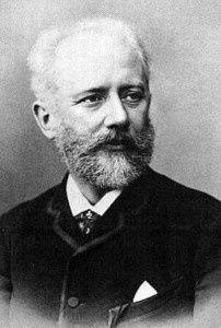 La vie de Tchaïkovsky est intéressante à plus d'un titre car tout en se situant au XIXème siècle, elle aborde des thématiques toujours d'actualité. En effet, le compositeur fut notamment victime de l'homophobie ou encore des crispations identitaires propres...