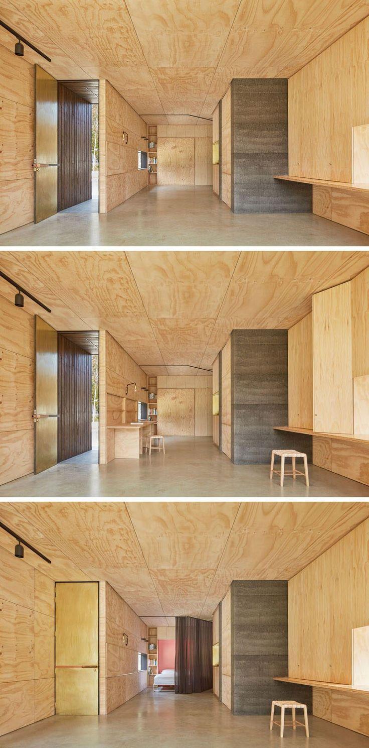 In diesem Hinterhofrückzug lässt einem Klappbett den Raum als Gästehaus, verwendet werden, während ein Umklappen Schreibtisch den Raum in ein Büro verwandelt. Flache Lagerung ist auch in einigen Bereichen des Innenraums aufgenommen worden.