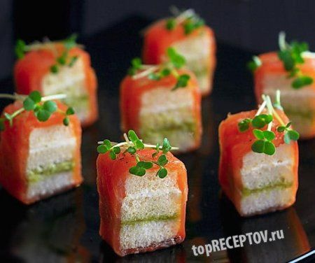 Мини-сэндвичи с копченым лососем