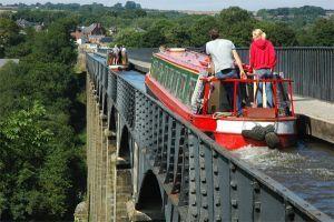 Canal Guide - Llangollen Canal: Canal Boat Hire, Llangollen, pontcysyllte aqueduct, Ellesmere, Canal Boat Holidays