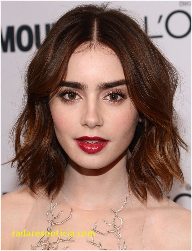 14 Best Lily Collins Short Hairstyle In 2020 Lily Collins Short Hair Thick Hair Styles Hair Color Flamboyage