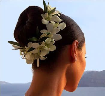 Channeling Hawaii....how perfect for a destination beach wedding