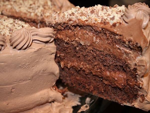 Bolo Mousse de chocolate! Sucesso garantido na sua festa! Receita fácil, basta seguir passo a passo. INGREDIENTES: Para a massa: 2 ovos e 1 gema 1/2 xícara