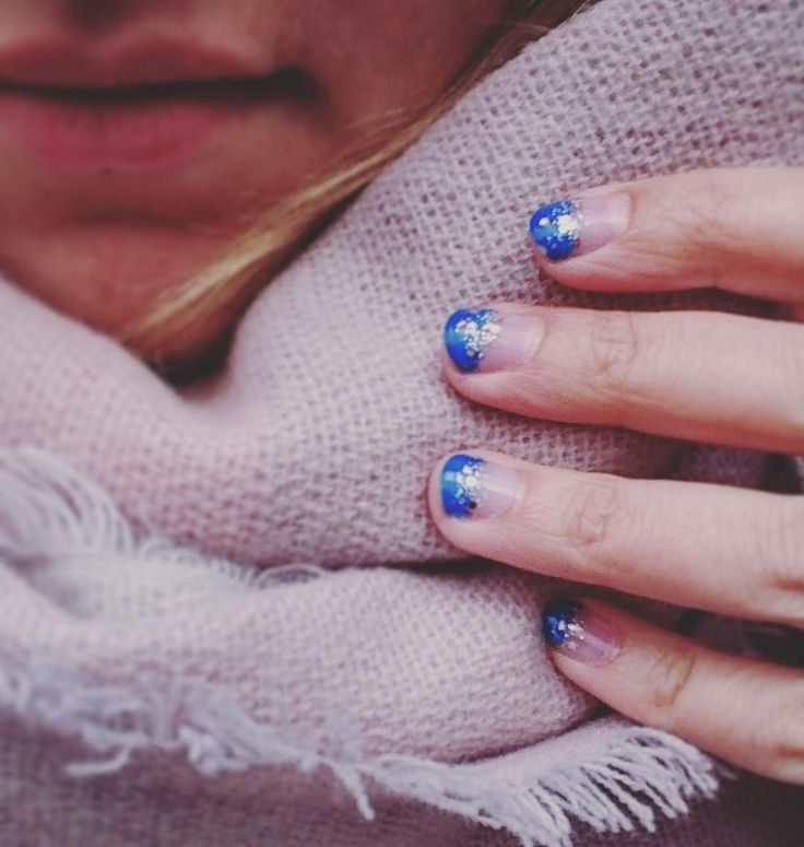 My easy diy nails manicure. Love the electric blue spring vibe.