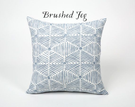 Nuage bleue Collection / décoratif Throw Pillow par Pillomatic
