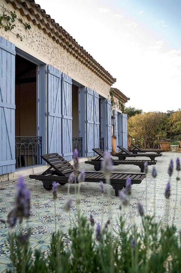 cute outdoors #decor #terrace  http://www.properties-in-france-dordogne.com/Homepage.asp?lang=en