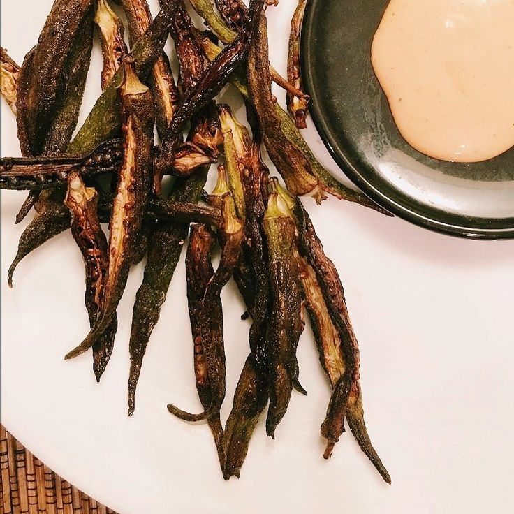 Okrachips. #atozchallenge  This is yum. Low carb. Spice fix. Crunch fix. All kinds of fixes. ;) Recipe below in comments. . . . . . #okra #chips #crunch #food #mayo #sriracha #chipsanddip #snack #keto #ketosnack #ladiesfinger #eatingclean #recipe #bake #recipeaday #radsgetsfit #vegketobyrads
