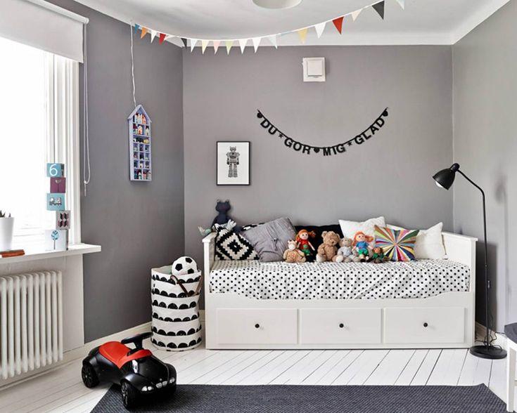 К мебели для детских комнат предъявляют особые требования качества и удобства. Расскажем, как не ошибиться в выборе.