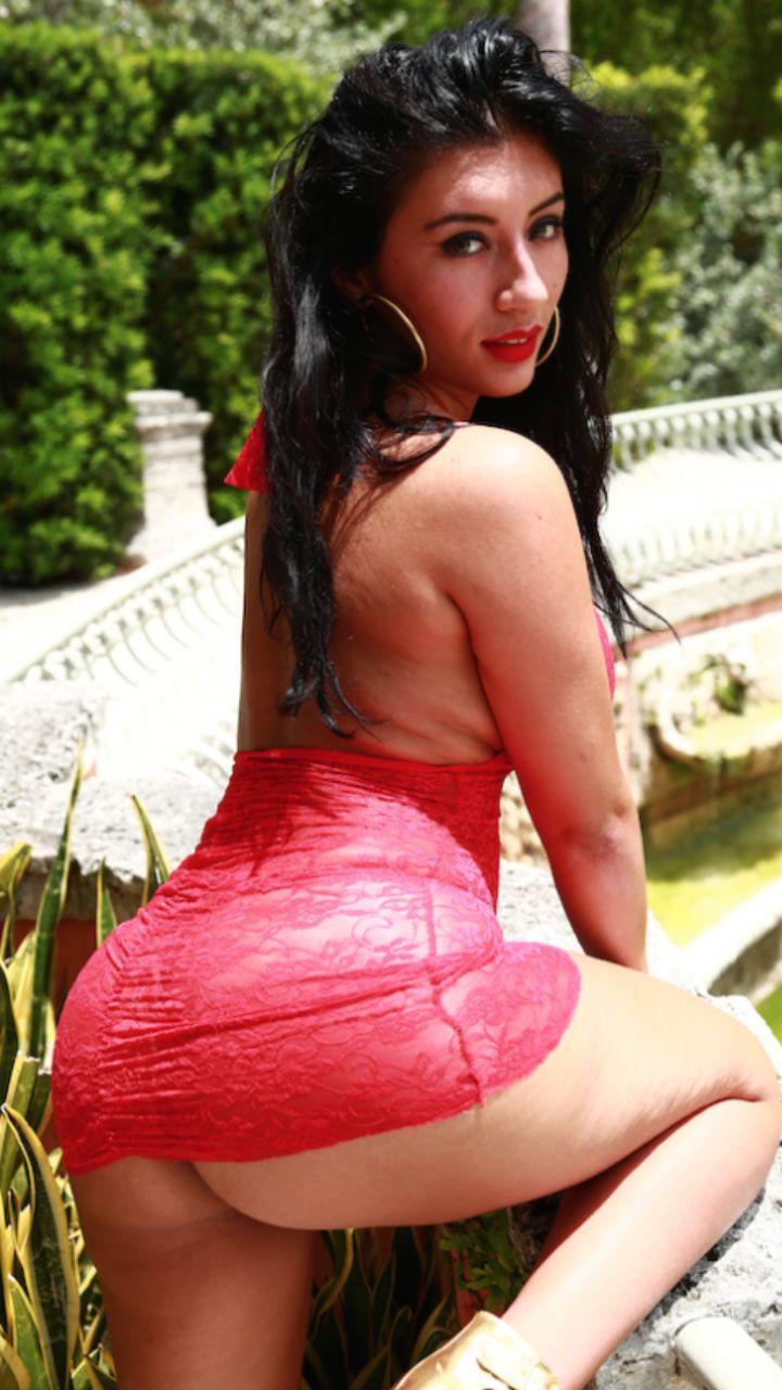 Very hot ebony beauty sweet pussy