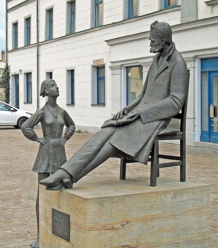 Nietzsche-Denkmal Naumburg 2013 - Friedrich Nietzsche – Wikipedia
