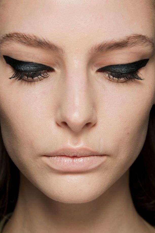 Bold winged eyeliner and nude lips at Giambattista Valli Haute Couture 2014 #makeup