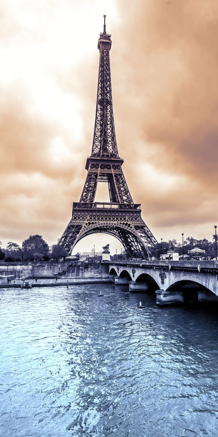 Paris, France #ILeftMyHeartInParis https://www.pinterest.com/dcindcmedia/