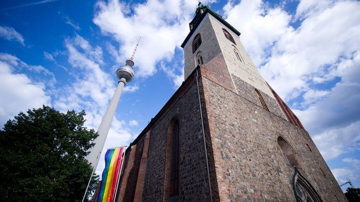 Interreligiöser Gottesdienst zum Christopher-Street-Day | rbb Rundfunk Berlin-Brandenburg