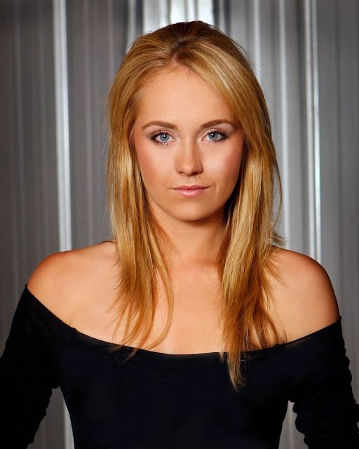 Amber Marshall Entertainment: Actueel Pictures