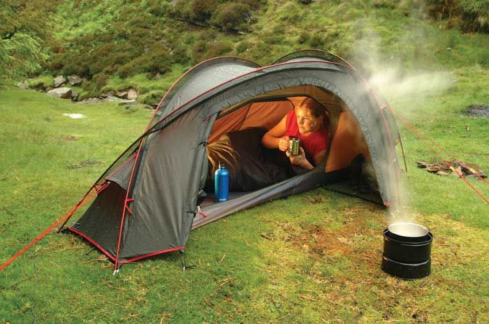 This looks like an Esquina Tent.  Nice little solo tent for back packers.  I'd love to find one in the US.  75.00 I think ?  back in the day (2006)