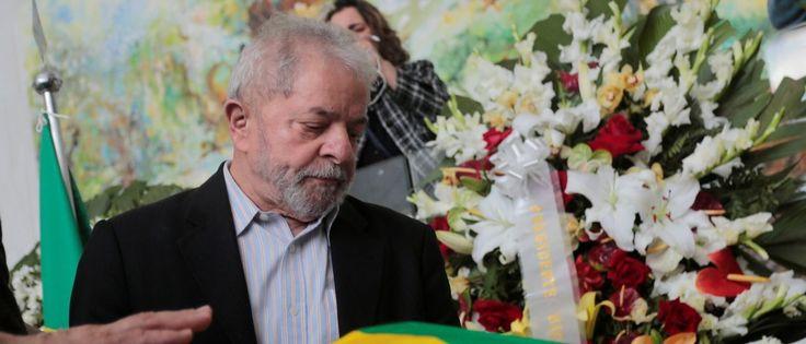 InfoNavWeb                       Informação, Notícias,Videos, Diversão, Games e Tecnologia.  : Lula chora em velório e faz homenagem a ex-assesso...