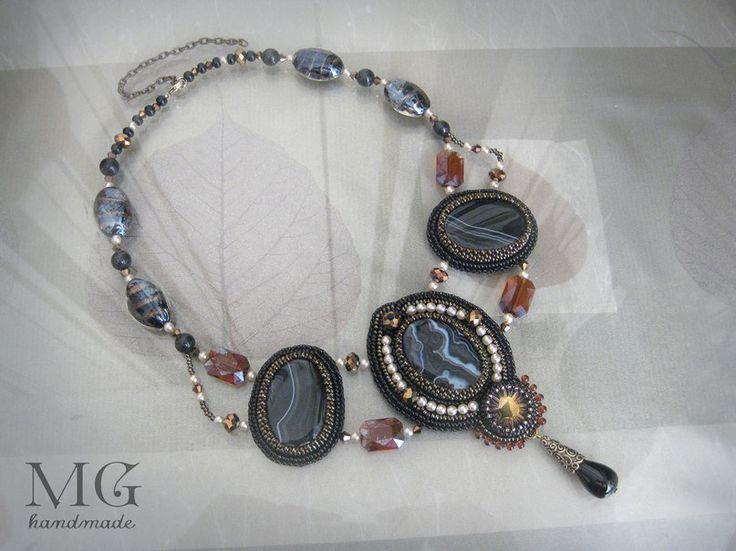 """Колье""""Чёрный принц"""".Вышивка бисером.Материалы:агаты,винтажная стеклянная пуговица,хрусталь,натуральная кожа.http://vk.com/mghandmade"""
