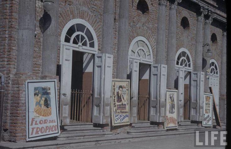 Teatro Nacional de La Serena en 1941Demolido posteriormente. Fotografía de Hart Preston para la Revista Life.  - EnterrenoEnterreno