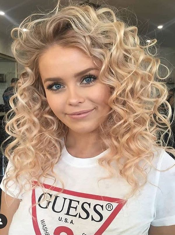 Amazing Soft Curly Hairstyles For Long Hair To Create In 2020 Cute Curly Hairstyles Hair Styles Medium Hair Styles