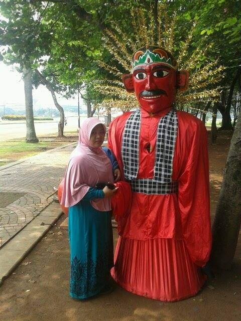 Ondel - ondel betawi  area Tugu Monumen Nasional