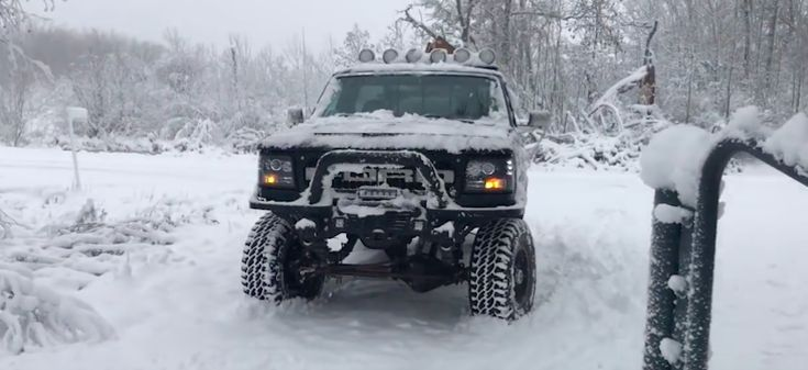 Oh, You Have Winter Tires? That's Cute. This 1996 Ford F-250 Owns Winter - http://vixert.com/oh-winter-tires-thats-cute-1996-ford-f-250-owns-winter/