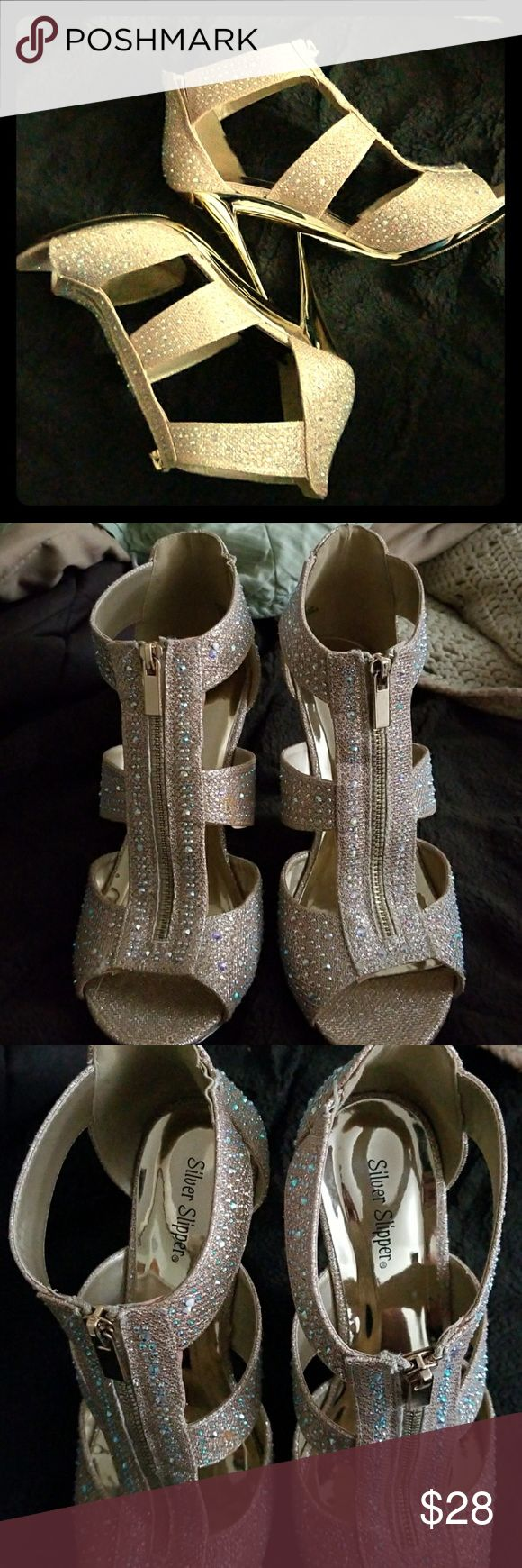 9.5W women's sparkly gold zip up heels Excellent condition Silver Slipper brand gold heels in a size 9.5W. Only worn a couple times for a night out Silver Slipper Shoes Heels