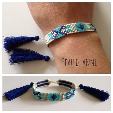 Petite manchette tissée de fines perles miyuki turquoise , bleu foncé et argent mat . Elle mesure 1cm de large et est réglable en longueur grâce à sa fermeture shamballa  Elle - 15872536