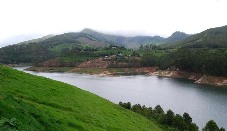 Kerala Tourism – Exploring The Best Places In Munnar From mountains covered with tea plantations, forests, wildlife to beautiful valleys, exotic sceneries, and adventure pursuits, Munnar is one of the prime attractions of Kerala tour packages.  #KeralaTourPackage #KeralaHolidayPackage #KeralaHoneymoonPackage
