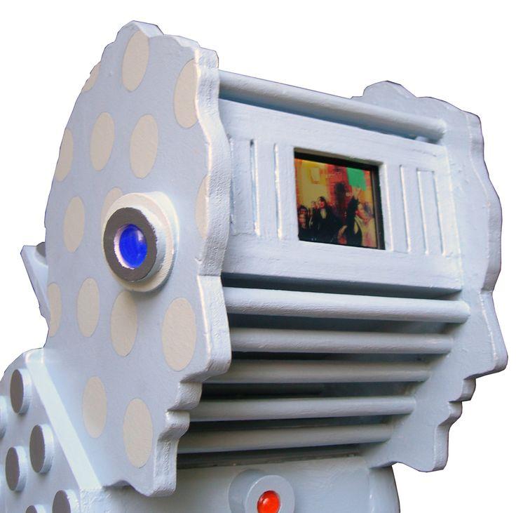 """""""Autoritratto"""" legno dipinto e video, cm 50x20x24, 2006"""