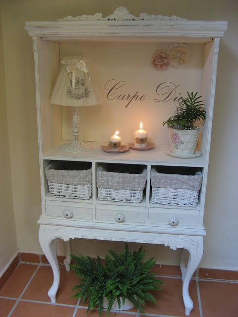 Transformado con Chalk Paint Old White y estarcidos....