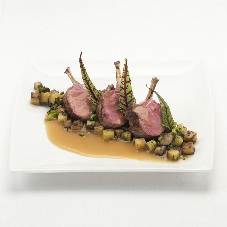 Een recept op basis van de Lacroix runderfond, lamskroon en portosaus. De maaltijd om je weekend goed in te zetten samen met vrienden en familie!