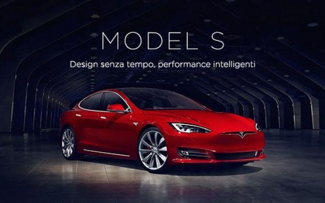 """Tesla porta avanti lo sviluppo della Model S Nonostante le centinaia di migliaia di preordini già incassati da Tesla in poche settimane per la futura Model 3: berlina elettrica """"abbordabile"""" con oltre 300 km di autonomia, la casa automobilistic #autoelettrica #teslamodels"""